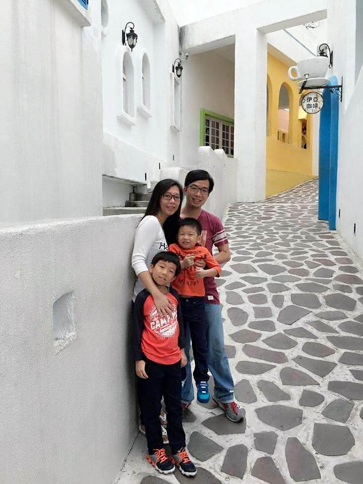 Family photo travels EDA Park Kaohsiung santorini