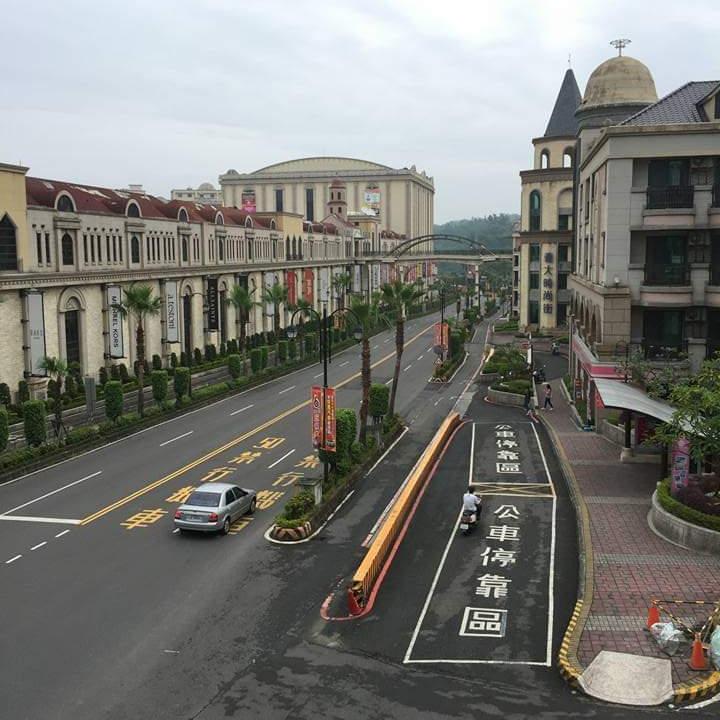 Family travel EDA Kaoshiung road